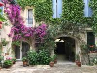 Résidence de Vacances Saint Étienne du Grès LE GRAND ROUGET