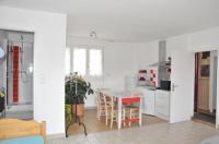 Location de vacances Saint Julien Maumont Appartement rouge