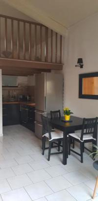 Résidence de Vacances Saint Vallier de Thiey studio duplex avec beaux espaces verts et piscine