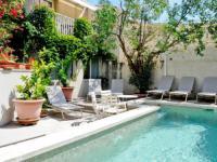 Appart Hotel Saint Étienne du Grès Apartments La Madeleine
