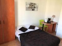 Appart Hotel Saint Étienne du Grès KOSY Appart'Hotels - La Salamandre