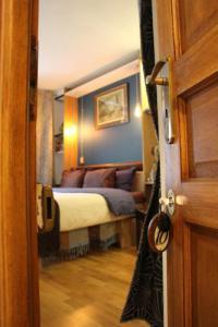 Chambre d'Hôtes Paris Chambres de la Grande Porte Bed  Breakfast