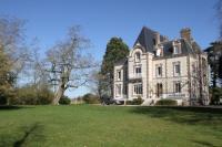 gite Fresneaux Montchevreuil Château de la Folie