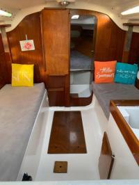 gite Bandol A bord d'un voilier de 9m à quai dans port Porquerolles