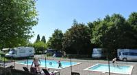 Terrain de Camping Bourgogne Camping en Bord de Plage Et Village Chalets Du Breuil