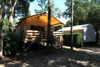Camping Les Deux Étangs-Cabane-Lodge-Village-Vacances-Les-Deux-Etangs-a-Seignosse