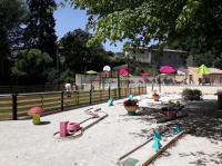 Camping de Retourtour-terrain-sports-camping-de-retourtour-ardeche-riviere-piscine