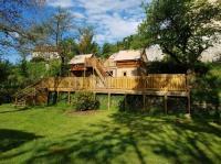 Camping de Retourtour-logement-insolite-Camping-de-retourtour-4-etoiles-riviere-piscine-ardeche