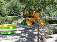 Camping de Retourtour-jeux-d-enfants-Camping-de-retourtour-4-etoiles-riviere-piscine-ardeche