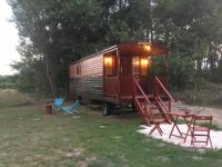 Terrain de Camping Moulis en Médoc Roulotte de charme