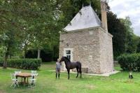Châlet Sarthe Romantic anciens cottage in a beautiful park