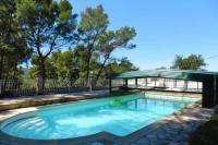 Châlet Hyères Chalet with 2 bedrooms in Le Beausset with wonderful mountain view private pool and enclosed garden 8 km from the beach