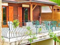 Châlet Auvergne Chalet with 3 bedrooms in SaintGerons with wonderful lake view furnished garden and WiFi 1 km from the beach