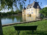Chambre d'Hôtes La Suze sur Sarthe CHAMBRES D'HOTES - AU CHATEAU DE BEZONNAIS