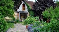 Chambre d'Hôtes Sainte Croix sur Buchy Au Fond du Jardin Maison d'hôtes