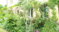 Chambre d'Hôtes Saint Ouen de Sécherouvre Au Jardin Des Violettes