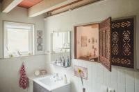 Le Relais de Victorine-De-la-clarte-dans-l-espace-toilette