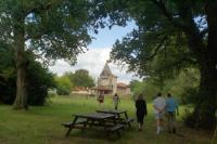 A Belhade un chateau une fontaine guérisseuse et un arbre magique Moustey