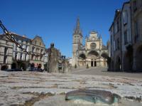 Idée de Sortie Bazas Place de la Cathédrale