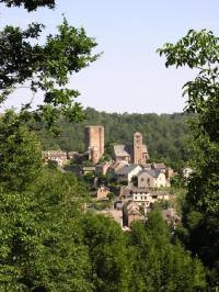 Idée de Sortie Camboulazet Donjon du Château et village fortifié de Calmont