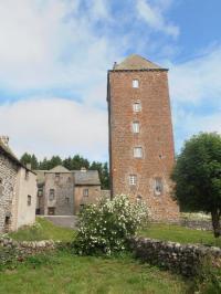 Idée de Sortie Saint Rémy de Chaudes Aigues Gîte d'étape communal d'Aubrac - La Tour des Anglais