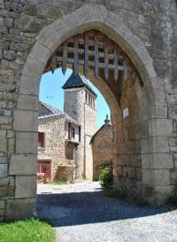 Idée de Sortie Laissac Village fortifié de Vimenet