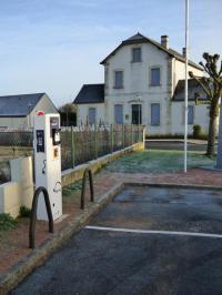 Idée de Sortie Graçay Borne de charge électrique pour véhicule