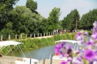 Idée de Sortie Arcomps Location de bateaux électriques, balade au fil de l'eau sur le Canal de Berry