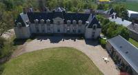 Location de vacances Bucy Saint Liphard Location de Vacances Chateau La Touanne Avec Piscine Chauffée - With Heated Swimming Pool