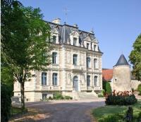 Location de vacances Sepmes Location de Vacances Château de la Rolandière