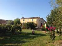 Location de vacances Francs Location de Vacances Château Nardou