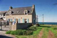 Lovely Beachfront Holiday Home in Penmarch-Contre-Vents-Et-Marees