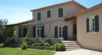 Modern Villa in L'Isle-sur-la-Sorgue with Swimming Pool-La-Bastide-Clementine