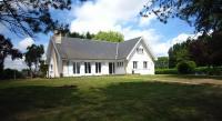 Spacious Holiday Home in Tours-en-Vimeu with Garden-Villaple