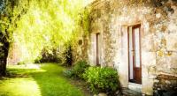 tourisme Beaurepaire La Baudonniere Courtyard Cottage
