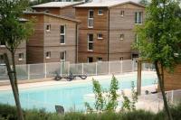 Location de vacances Maignaut Tauzia Location de Vacances Apartment Les Hameaux De Montreal 1