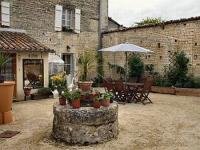 Location de vacances Fouqueure Location de Vacances Bed and Breakfast Dunroamin