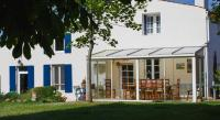 Location de vacances Saint Jean d'Angély Location de Vacances Cynlyns Le Ruisseau dans Le Marais