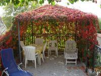 LA TERRASSE-Pergola-La-Terrasse-aux-couleurs-de-l-automne