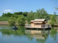 gite Issigeac Cabanes Flottantes du lac de Pelisse