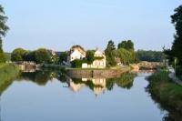 Location de vacances Loury Location de Vacances Holiday home A la passerelle
