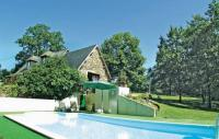 Location de vacances Le Lardin Saint Lazare Location de Vacances Holiday home La Tour P-611
