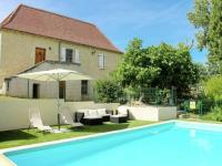 Picturesque Holiday Home In Les Junies with Swimming Pool-Le-Segala