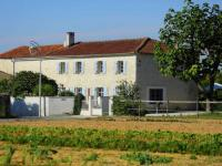 Spacious Cottage with private pool in Villiers-Couture-La-Couture
