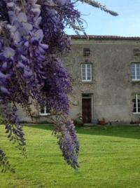 Gîte Saint André sur Sèvre Gîte Wisteria House