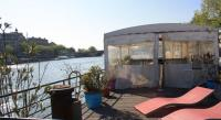 gite Paris 11e Arrondissement Houseboat Champs Elysees