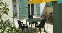 Location de vacances Loix Location de Vacances Rental Villa Petite et Coquette pour Les Vacances
