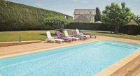 Location de vacances Rosiers de Juillac Location de Vacances Holiday Home Saint Mesmin with a Fireplace 03