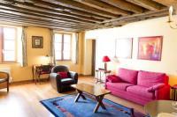 Classical and Peaceful Apartment in Le Marais-Classical-and-Peaceful-Apartment-in-Le-Marais
