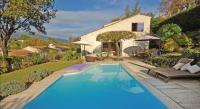 Location de vacances Roquefort les Pins Location de Vacances Holiday Home Le Rouret with a Fireplace 07